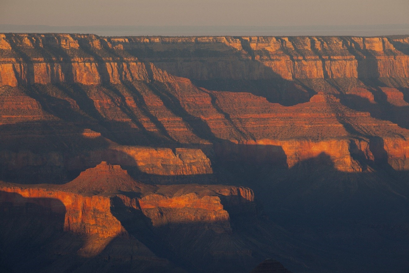 colors of the late afternoon light on the canyon walls of the grand canyon